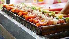 De heerlijke barbecuegrill, moet worden gekookt royalty-vrije stock foto