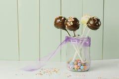De heerlijke cake knalt Stock Foto's