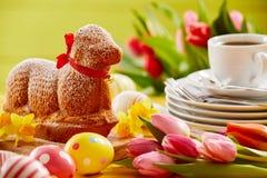 De heerlijke cake van nieuwigheidslam gevormde Pasen royalty-vrije stock afbeelding