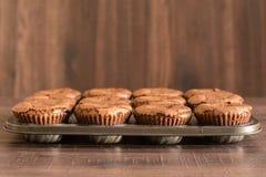 De heerlijke cakes van de chocoladelava in de ijzerpan Royalty-vrije Stock Foto