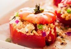 De heerlijke oven bakte gevulde tomaten royalty-vrije stock foto's