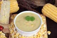 De heerlijke soep van de graanroom en suikermaïs royalty-vrije stock foto's