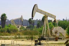 De Hefbomen van de Pomp van de olie stock foto's