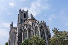De Heilige Bavo Cathedral Sint-Baafs Cathedral in Gent, historische stad van België, op een zonnige dag stock afbeeldingen
