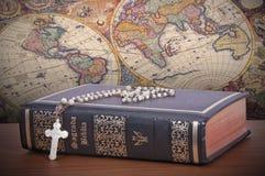 De heilige Bijbel stock afbeelding