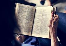 De heilige het christendomgodsdienst van het bijbelboek gelooft stock foto