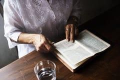 De heilige het christendomgodsdienst van het bijbelboek gelooft royalty-vrije stock foto's