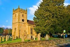 De heilige Kerk van de Drievuldigheidsparochie, in Ashford op het Water, Derbyshire royalty-vrije stock foto's
