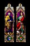 De Heiligen Paul en Peter van het Venster van het gebrandschilderd glas Stock Afbeeldingen