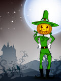 De heks van de pompoen in de nacht van Halloween. Stock Afbeelding