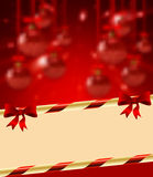 De heldere achtergrond van de Kerstmisvakantie met bal royalty-vrije illustratie
