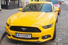 De heldere gele auto van Ford Mustang 2015, close-up Royalty-vrije Stock Foto's