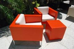 De heldere Oranje Stoelen van het Terras Stock Foto's