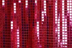 De heldere roze fuchsia schittert de stoffenachtergrond van het vierkantenlovertje Stock Afbeeldingen