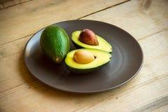 De helft van avocado Stock Foto