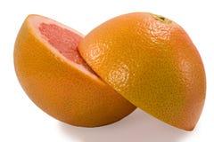 De helft van het paar van grapefruit die op witte bacgroung met klem wordt geïsoleerdi Stock Fotografie