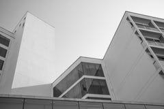 De helft van moderne architectuur Stock Afbeeldingen