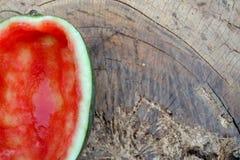 De helft van de rode watermeloen werd gegeten royalty-vrije stock foto