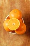 De helft van sinaasappel en de sinaasappel. Stock Foto