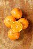 De helft van sinaasappel en de sinaasappel. Royalty-vrije Stock Afbeeldingen