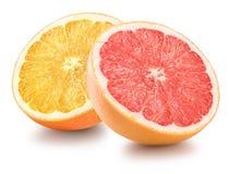 De helft van sinaasappel en grapefruit op witte achtergrond wordt geïsoleerd die Royalty-vrije Stock Afbeelding