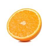 De helft van sinaasappel op witte achtergrond Stock Afbeeldingen