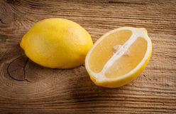 De helften van citroen stock foto's