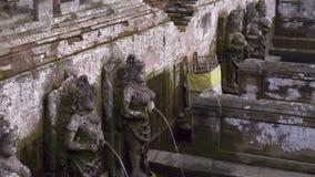 De heliga vårarna på området av elefantgrottan, Goa Gajah i den Ubud byn på den Bali ön arkivfilmer
