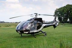 De helikopter die van Eurocopter de EG 120B Colibri zich bij airpor bevinden stock afbeeldingen