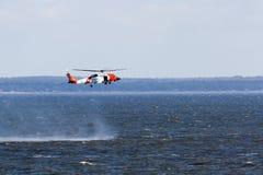 De helikopter van de Kustwacht van de V.S. Opleiding Stock Foto
