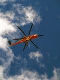 De Helikopter van de redding tijdens de vlucht Stock Foto