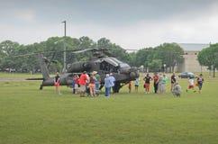 De helikoptervertoning van de Apacheaanval Stock Afbeeldingen