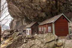 De Helleren husen i Jossingfjord längs väg 44 mellan Egersund och Flekkefjord, Sokndal kommun, Norge Fotografering för Bildbyråer
