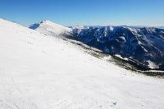 De helling met sneeuw in Jasna Low Tatras stock foto