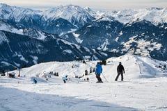 De helling van de bergski in Alpen Stock Afbeelding