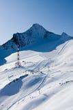 De helling van de ski in hoge alpen royalty-vrije stock fotografie