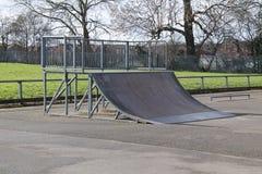 De Helling van de skateboardstunt stock afbeeldingen