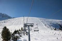 De helling van de skitoevlucht stock afbeelding