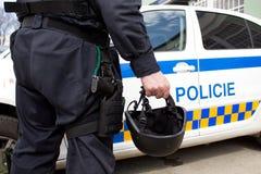 De helm van de politie en een kanon Stock Foto