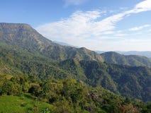 De hemel, de bergen, de wind is zeer mooi in Phu Tupberk in Thailand stock afbeeldingen