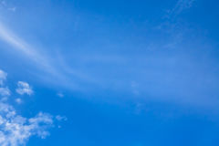 De hemel betrekt blauwe hemel met wolk Stock Fotografie
