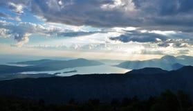 De hemel en de Kotor-baai in de recente middag royalty-vrije stock fotografie