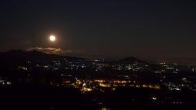 De hemel met de volle maan stock video