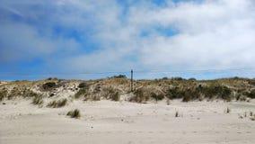 De hemel ontmoet zandduinen in Curonian-Spit stock foto