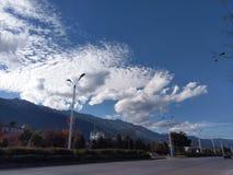 De hemel op de kant van de weg in Yunnan royalty-vrije stock afbeeldingen