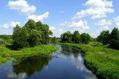 De hemel over de rivier Stock Foto's