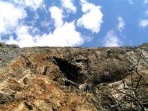 De hemel van de berg aganst stock afbeeldingen
