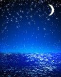 De Hemel van de nacht, Heldere Sterren, Melkweg, en Maan Stock Foto's