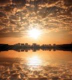 De hemel van de zonsondergang over Zagreb stock foto's
