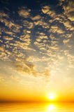 De hemel van de zonsopgang over het overzees Royalty-vrije Stock Foto's